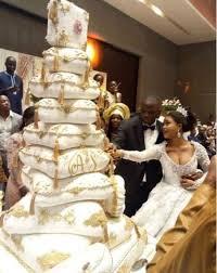 giant wedding cakes see nigerian couple s giant wedding cake cheepowersblog