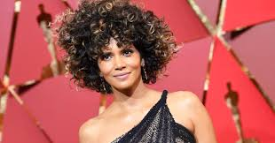 wigs at halloween city halle berry celebrates her oscar look although many on twitter