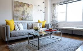 coussin canapé gris les tendances de couleurs dans la décoration du domicile