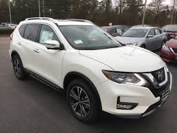 2017 nissan murano platinum white 2017 nissan rogue adds standard motion activated rear liftgate to