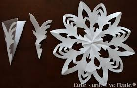 How To Make A Snowflakes Out Of Paper - the doeblerghini bunch snowflake curtain free printable template