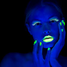 make homemade glowing nail polish