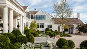 Elle Decor Celebrity Homes Step Inside A Bridgehampton Home Designed By Steven Gambrel