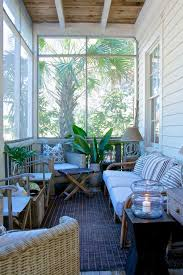 Best 25 Small Patio Decorating by Best 25 Small Screened Porch Ideas On Pinterest Screened In