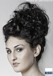 Hochsteckfrisurenen F Lockiges Haar by Lockiges Haar Kunstvoll Hoch Gesteckt Hochsteckfrisuren Frisuren