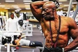 5 kakek kakek ini tubuhnya berotot kekar