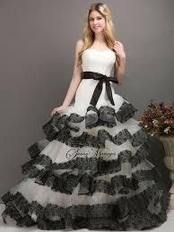 robe de mariã e espagnole robe de mariee noir et blanc bustier asymetrique et dentelle noir