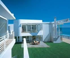amazing white modern beach house with inside backyard whitehouse
