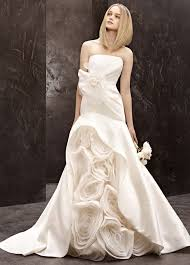 wedding dress j reyez carrie bradshaw vera wedding dress wedding dresses