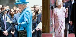 queen handbag how the queen uses her purse to communicate tiphero