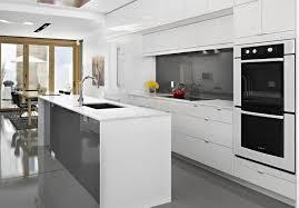 gres cerame plan de travail cuisine plan de travail cuisine en blanc quartz ou corian