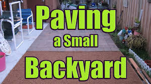 laying pavers on sand or gravel paving backyard with dazndi
