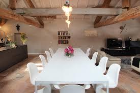 sala da pranzo country sala da pranzo aperta verso il soggiorno con pavimento in