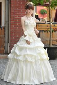 hire wedding dresses why do so many japanese brides rent their wedding dresses japan