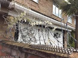 neighbours put barbed wire up in their garden to keep out cat