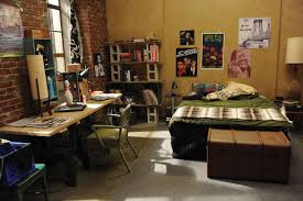 new girl bedroom 10 odd items from the new girl set explained vulture