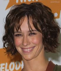 jennifer love hewitt hair extensions jennifer love hewitt with her short hair styled for a just out of