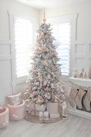 living room afe0e028ae3b9ea5fc1550e1e9e0fab6 white christmas tree