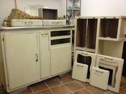 mobilier vintage enfant rénovation d u0027un buffet de cuisine des années 60 la petite