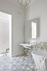 Schlafzimmer Einrichten In Weiss Uncategorized Tolles Bad Grau Weiss Gefliest Ebenfalls