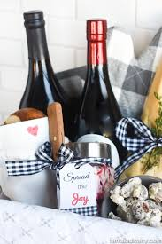 gift ideas for thanksgiving hostess hostess bread basket gift idea fantabulosity