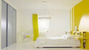 peinture deco chambre la peinture jaune pour une chambre c est chouette