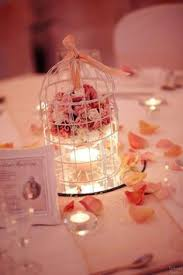d coration mariage chetre décoration centre de table avec cage à oiseau blanche boule de