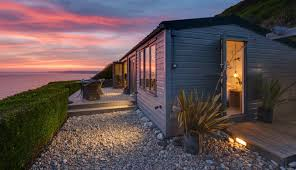 bay cliffhanger coastal self catering beach hut cornwall