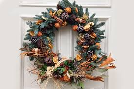 how to decorate a christmas wreath at home tips floristry