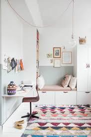 le kinderzimmer mädchen kinderzimmer farbiger teppich und helle wände