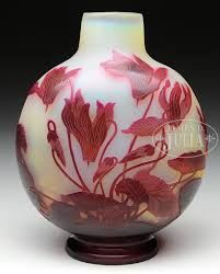 Galle Vase Galle Cyclamen Vase Galle Vase Has Red Cameo Cyclamen Flowers And