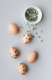 Easter Egg Decorating With Paper by Make This Polka Dot Thumb Tack Easter Eggs Paper And Stitch