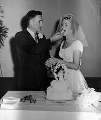 Wedding Dress English Version Wedding Anniversary Cakes