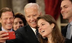 senators wife joe biden kisses senator s wife at ceremonial swearing in