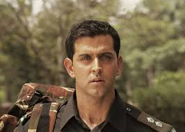 officer haircut before rustom s akshay kumar 5 bollywood actors in uniforms who