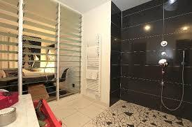 ouverte sur chambre chambre avec salle de bain ouverte mobilier décoration