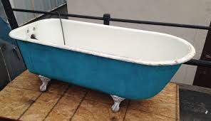 ordinary desaign old bath tub with blue and white color litle