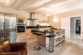 cuisine moderne bois clair loft kitchen avec cuisine en bois idees et loft cuisine bois noyer