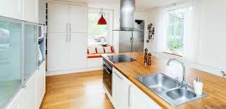 ilot cuisine blanc cuisine avec îlot central ayant toute la fonctionnalité d