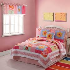 put cheerful atmosphere in kids bedroom with cute bedding sets for