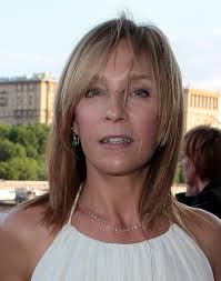 haircuts for thin hair on 50something women 16 best hairstyles that flatter a long face long faces straight