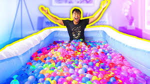 Challenge Water Balloon 1000 Water Balloons In A Pool