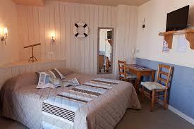 hotel dans la chambre ile de les voyageurs hôtel de tourisme 2 l ile d yeu