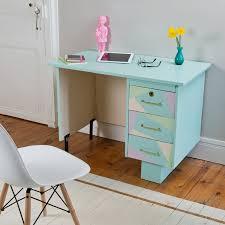 bureau coloré un bureau dans les tons pastel