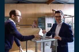 tenue d un bureau de vote jura hamon en tête montebourg devant valls dans le département