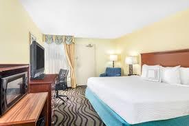 hotels with 2 bedroom suites in savannah ga baymont inn suites savannah midtown savannah hotels ga 31405
