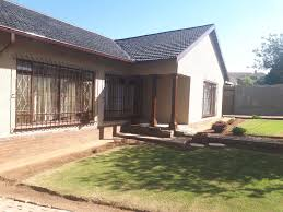 two bedroom cottage burchleigh two bedroom cottage kempton park gumtree classifieds