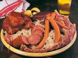 cuisine alsacienne traditionnelle comment préparer la choucroute garnie alsacienne recette