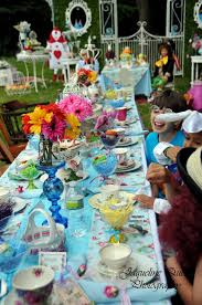 Alice In Wonderland Theme Party Decorations Alice In Wonderland Birthday Party Supplies Party City Hours