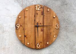 horloge murale en bois style rustique et industriel bois